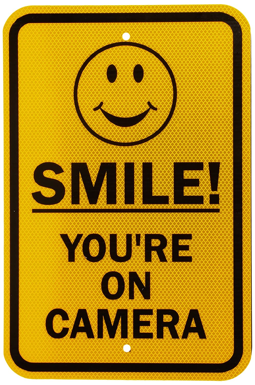 """SmartSign seguridad Sign, Legend Smile. Estás en cámara con gráfico, negro sobre amarillo, 18"""" x 12"""", negro sobre amarillo, 1 18"""" x 12"""" Lyle Signs K-8382-HI-12x18"""