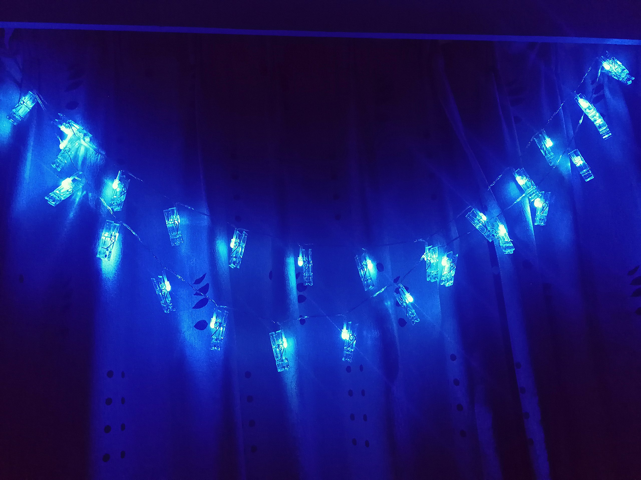 X-GIFT Photo Clips String Lights,Wall Decor Accessories, Coolest Blue Lights, Battery Operated, 40 LEDs - Ideal Gift for Girls Living College Gift Room Wall