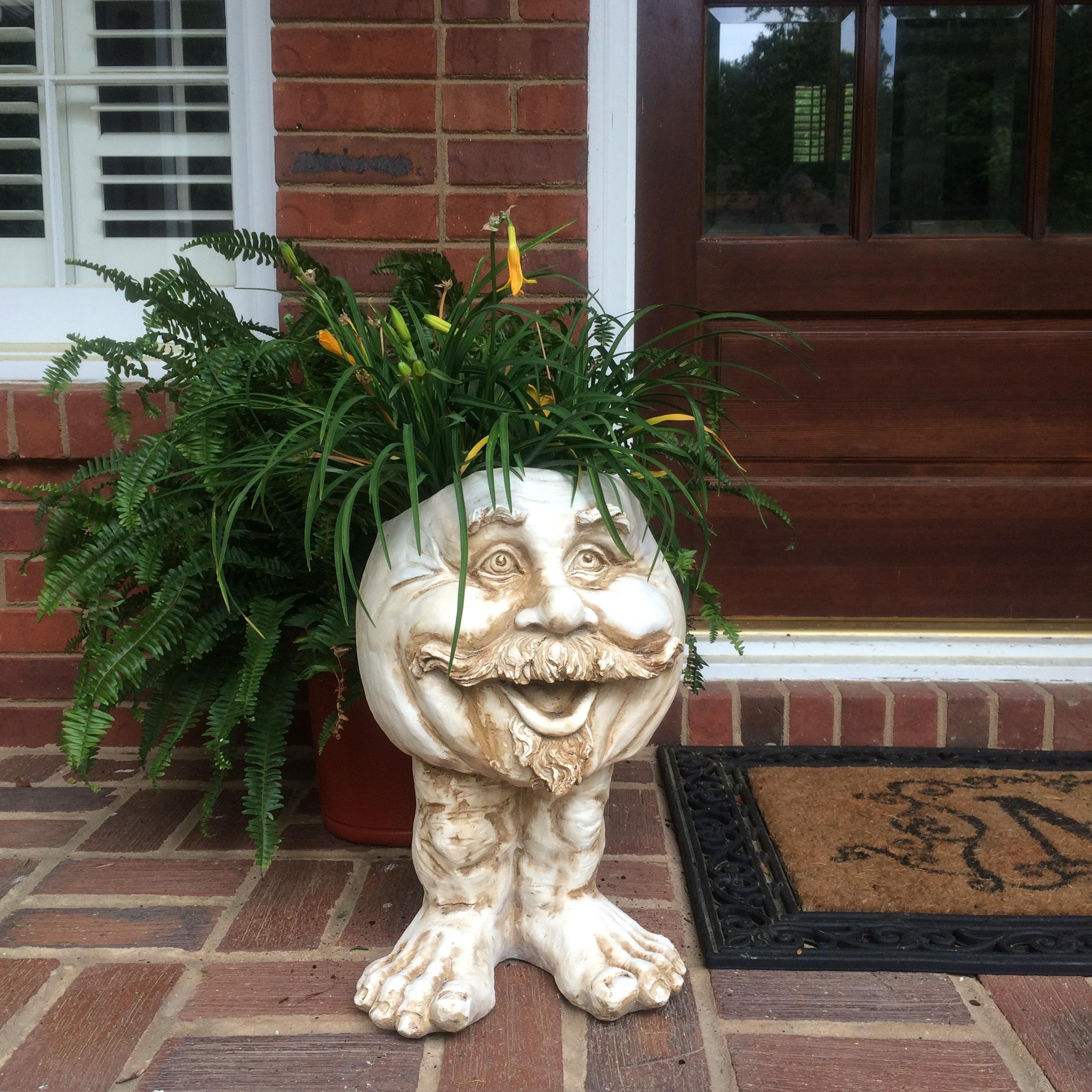 Muggly's Homestyles 37105 Uncle Nate Planter 18'' Antique White Garden Statue