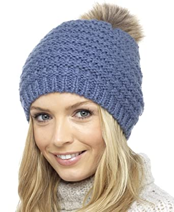 b32ff676ade Foxbury Ladies Knitted Slouch Beanie Bobble Hat with Faux Fur Pom Pom One  Size Blue  Amazon.co.uk  Clothing