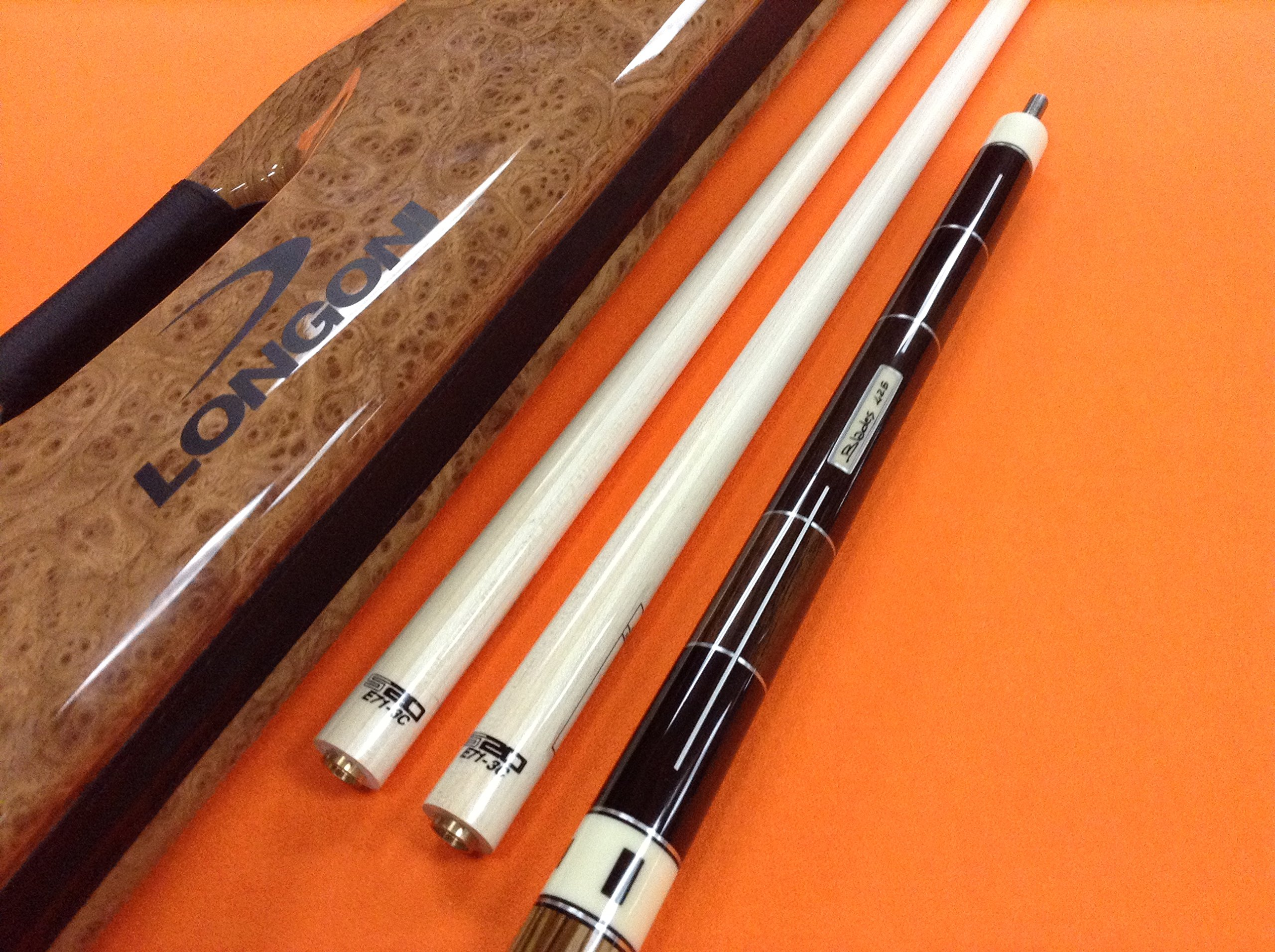 LONGONI CAROM CUE BLADES WITH TWO S20 SHAFTS & SOYUZ CASE