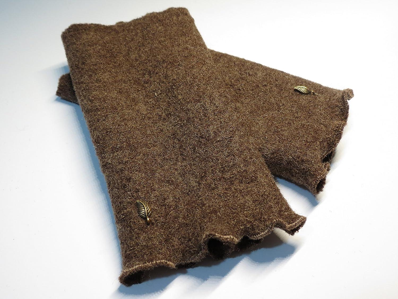 Armstulpen / Pulswärmer aus Walkwolle (Walk, Walkstoff) in meliertem Braun; Charm (kupferfarbenes Blätterchen)