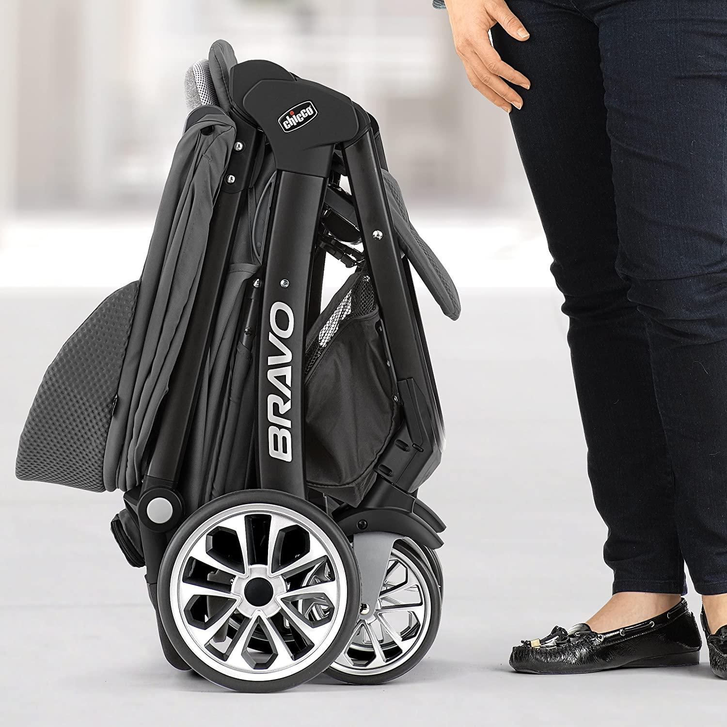 amazon com chicco bravo le travel system silhouette baby