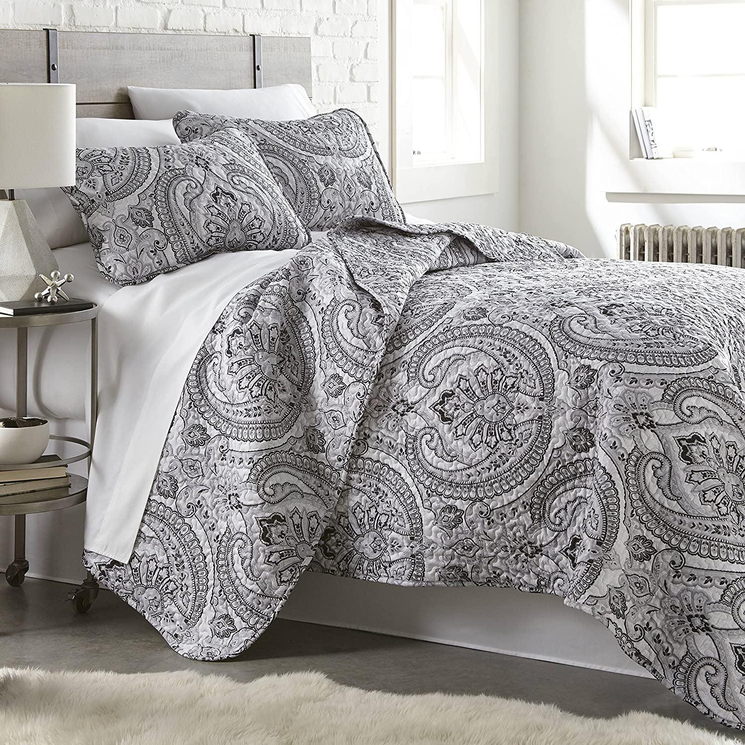 Southshore Fine Linens - The Pure Melody Collection - Quilts Sets, 3 Piece Set, Full/Queen, Black