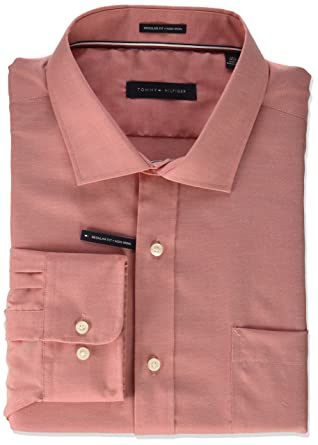 3ea83946f5cf Tommy Hilfiger Men s Dress Shirt Non Iron Regular Fit Oxford Solid at  Amazon Men s Clothing store