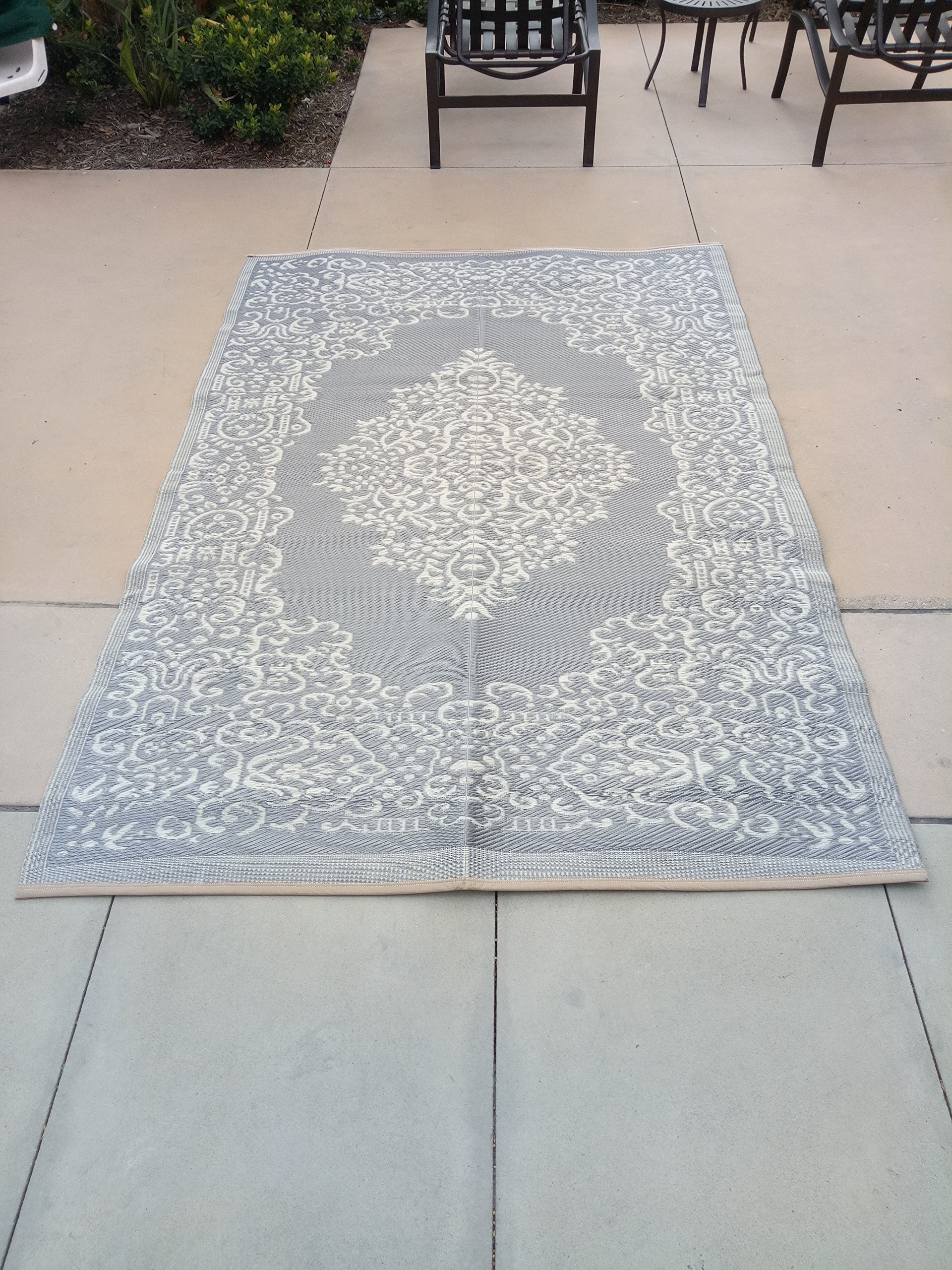 Lightweight Indoor Outdoor Reversible Plastic Area Rug - 5.9 x 8.9 Feet - Medallion Oriental Design - Grey/White by Beverly Rug