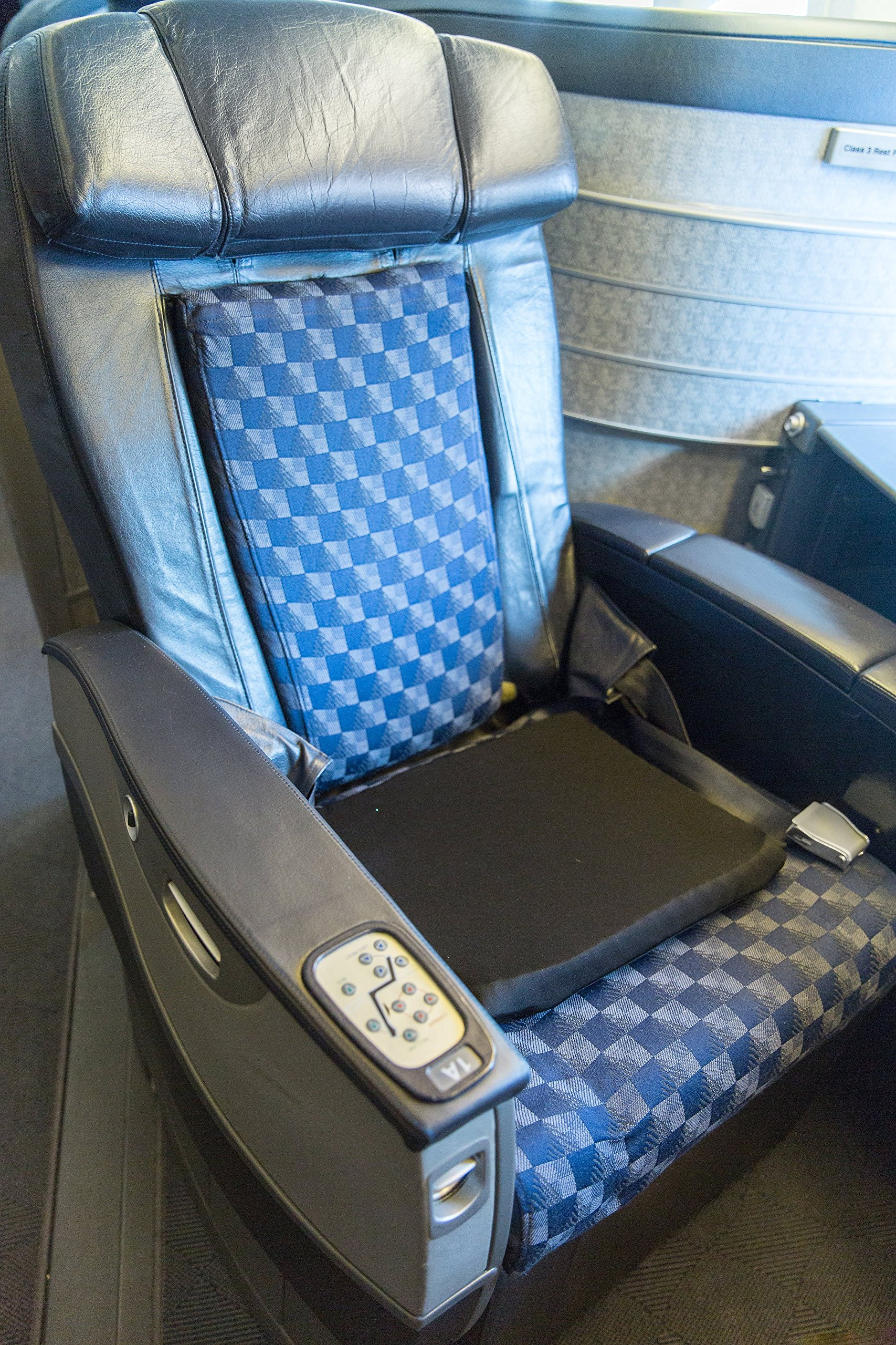 Traveler Gel Seat Cushion - Car, airplane, train, bus and Travel Cushion by Miracle Cushion (Image #6)