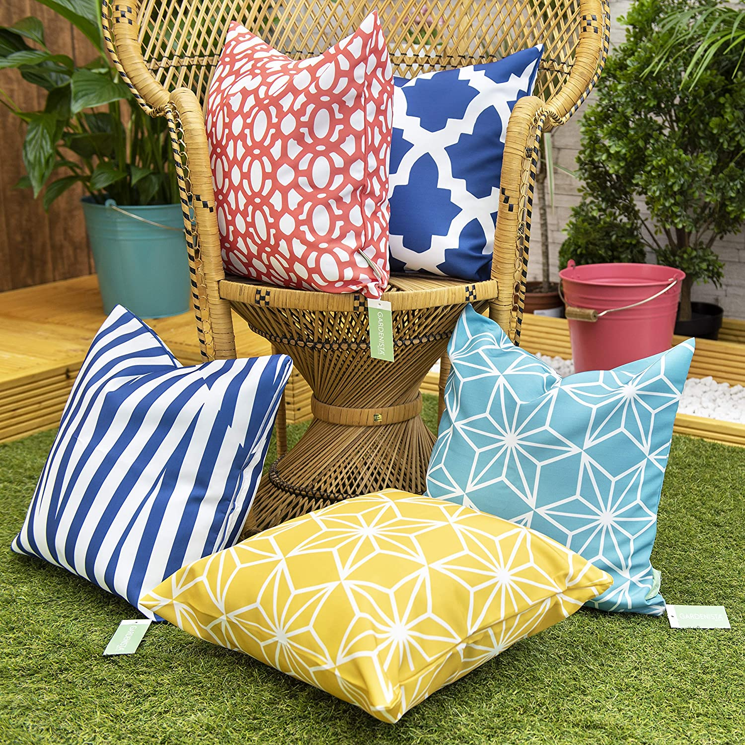 Gardenista Decorative Garden Cushion Cover Set Waterproof Outdoor Cushion Covers Soft Water Resistant Fabric For Durability Geometric Tile Collection 5 Pieces Amazon Co Uk Garden Outdoors