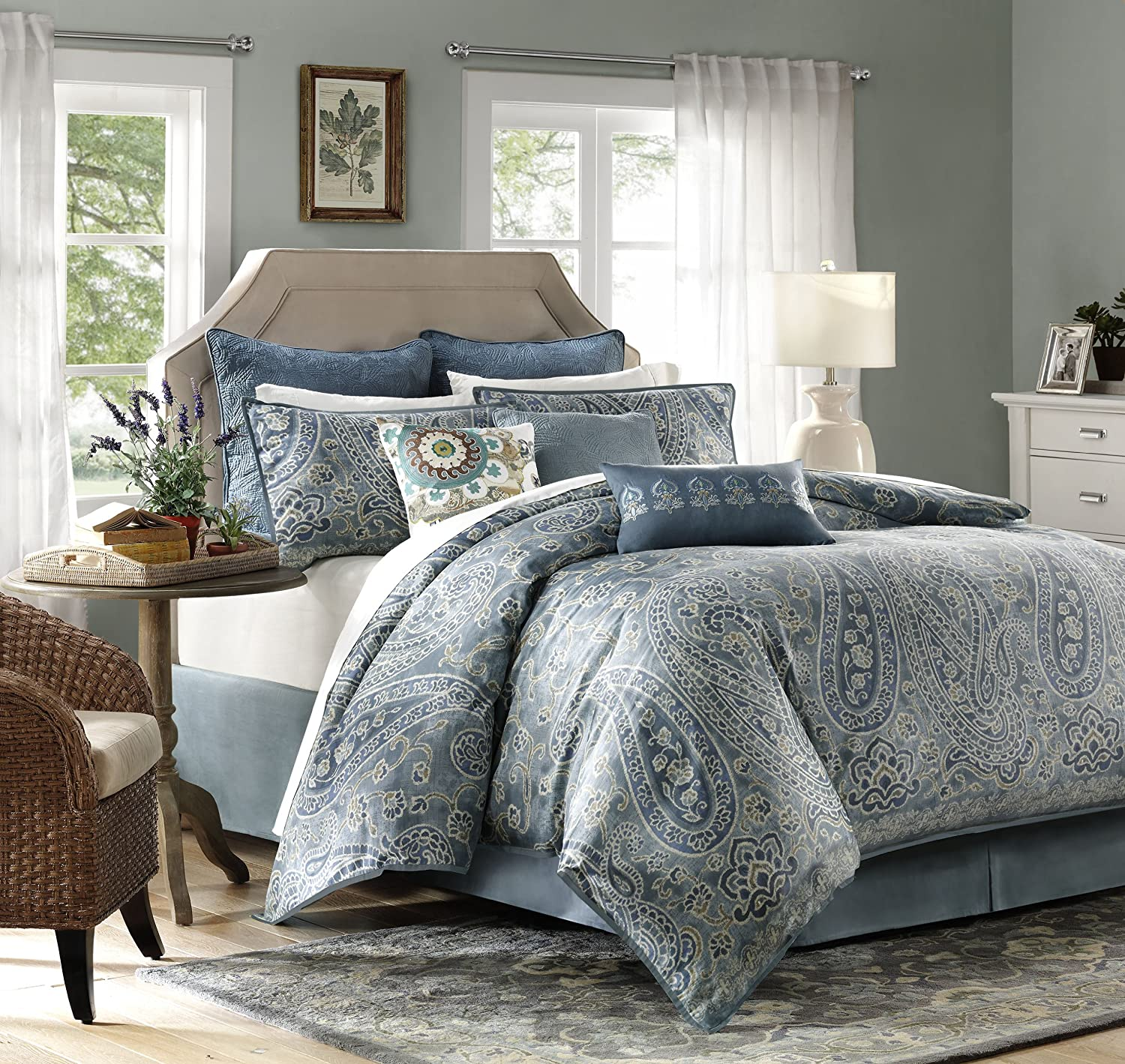 Harbor House Belcourt 4 Piece Comforter Set, King, Multi Color
