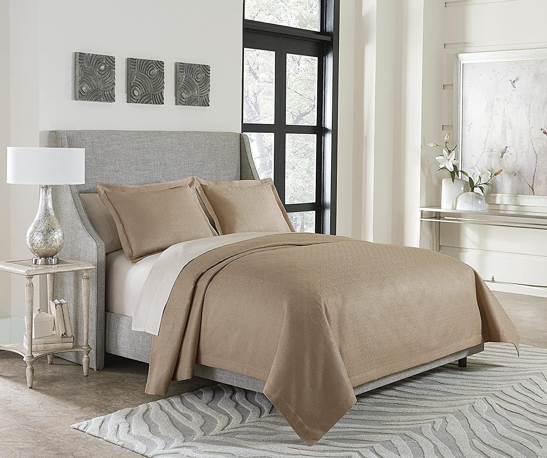 Amazon Com Michael Amini Bcs Kbt3 Alton Gld Alton 3pc King Bed Throw Set Gold Home Kitchen