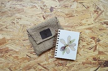 Pambola - libreta artesanal tamaño bolsillo (11.5 X 15 CM), diseño con fragmentos de naturaleza (flores y plantas reales), 120 hojas lisas recicladas color capuchino. Incluye bolsa para protegerla.