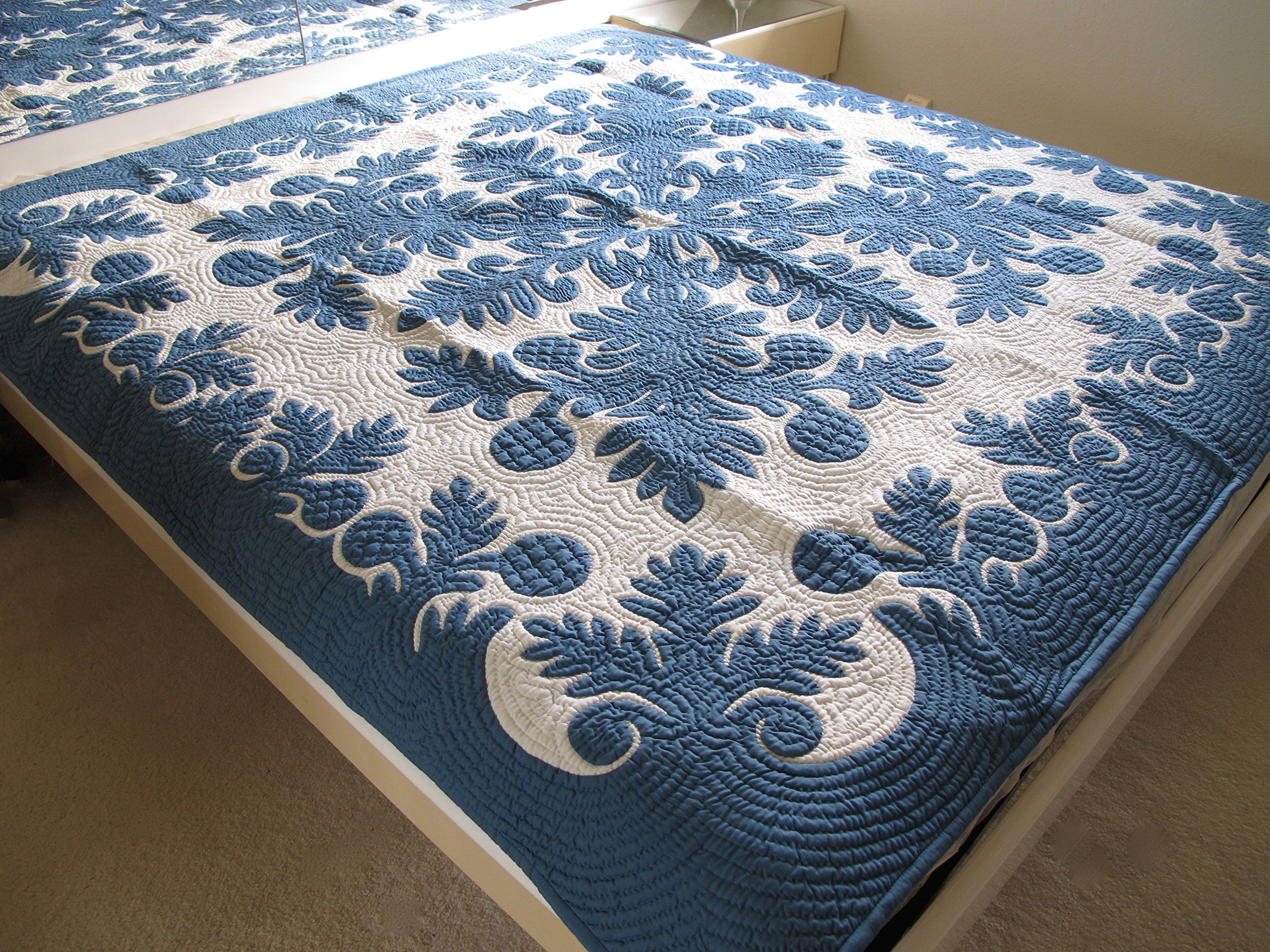 Hawaiian Quilt bedspread/wall hanging, 100% hand quilted and 100% hand appliquéd 80'' x 80'' by Hawaiian Quilt Wholesale