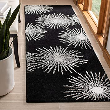 Amazon Com Safavieh Soho Collection Soh712d Handmade Starburst Premium Wool Viscose Accent Rug 2 X 3 Black White Furniture Decor