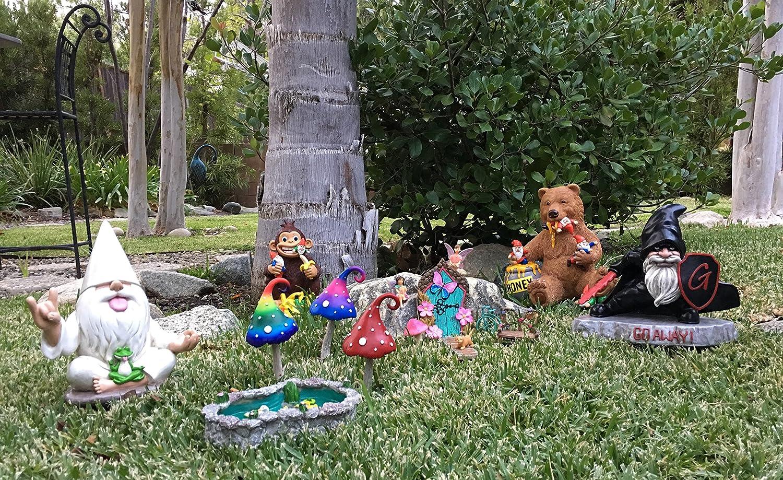 le nain de jardin rocker avec grenouille zen Ce nain de jardin allie le calme et la tranquillit/é au rock n roll pour votre jardin enchant/é par GlitZGlam /«/George//»