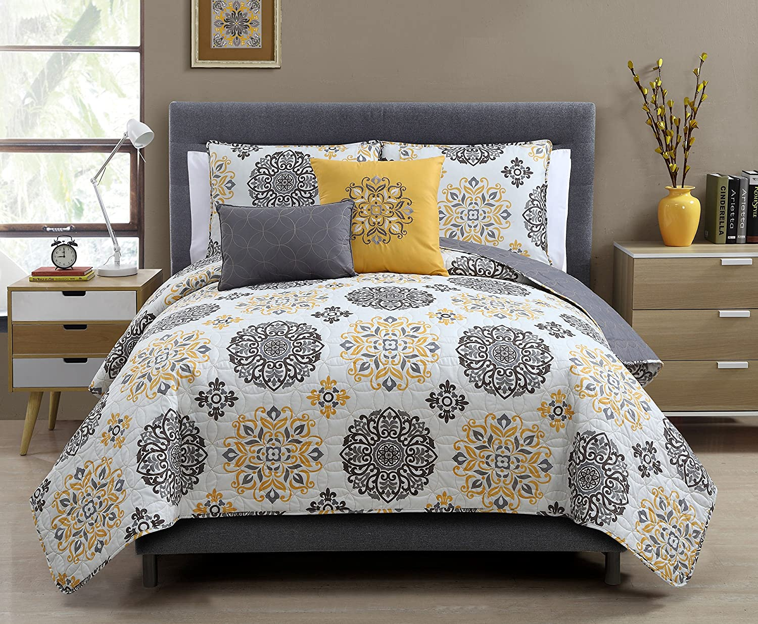 Amazon.com: Hayden Reversible Decorative 5-piece Quilt Set, Gray ... : queen size quilts - Adamdwight.com