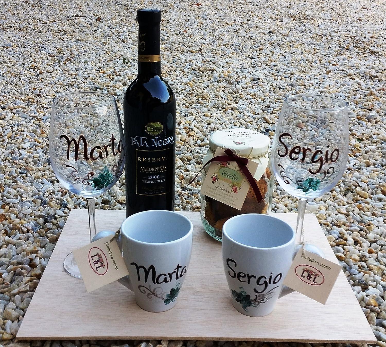 Regalo Bodas personalizado con 2 copas de vino, dos tazas, galletas y vino 5: Amazon.es: Hogar