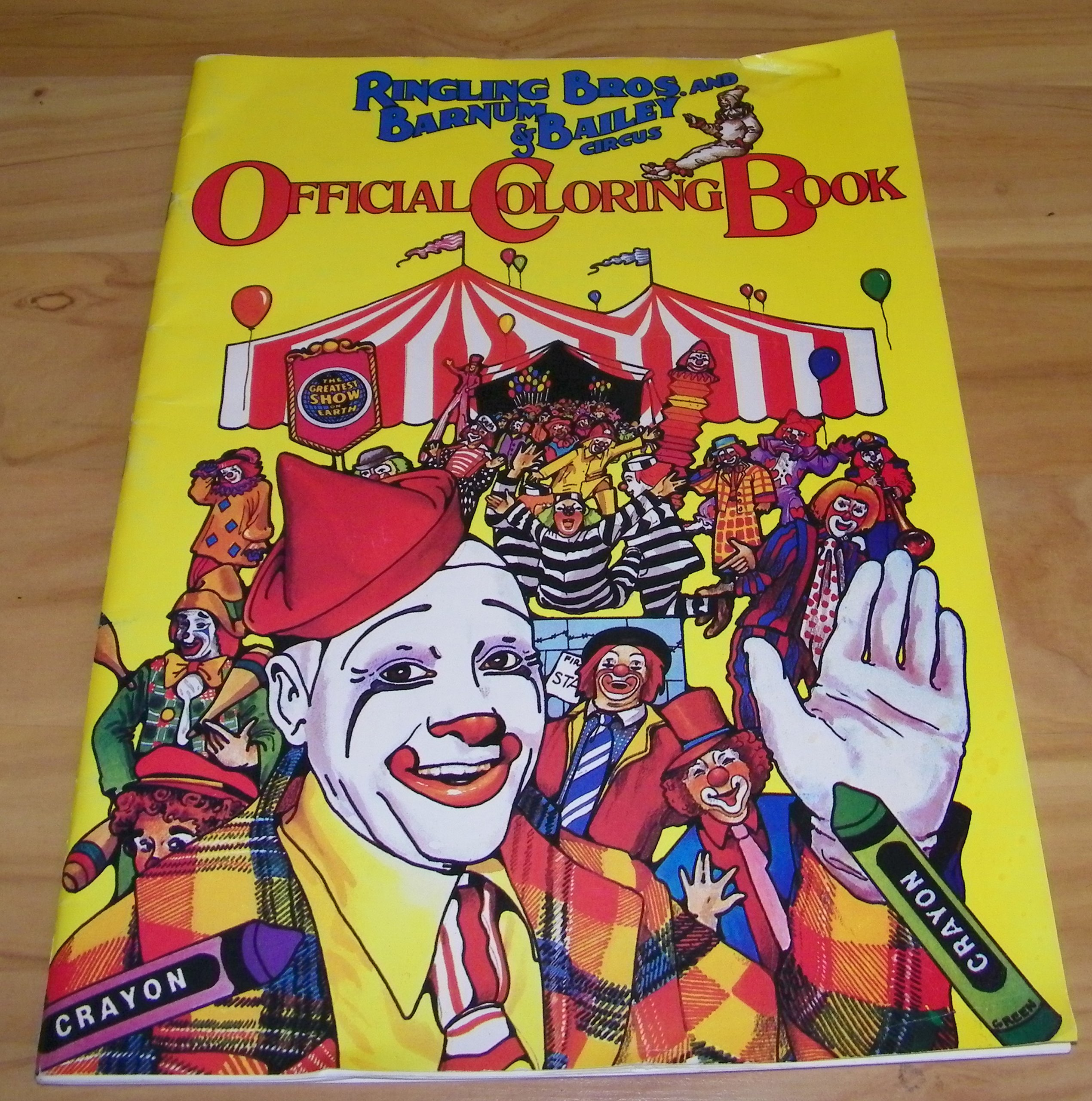 And Barnum & Bailey Circus Official Coloring Book (irvin Feld & Kenneth  Feld): Irvin Feld, Kenneth Feld: Amazon: Books