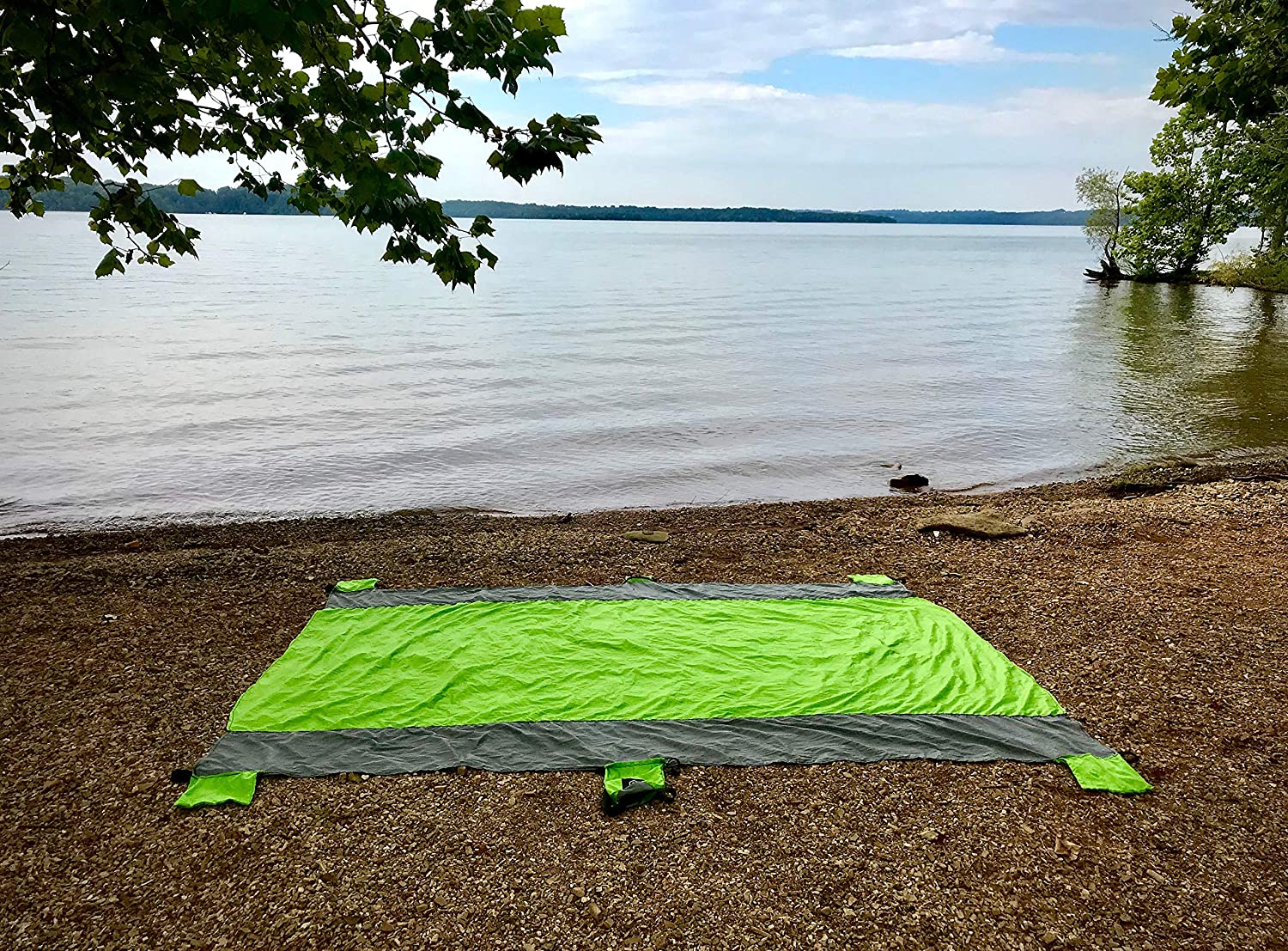 Oversized 9X 7 for 7 Adults Quick Drying 8 Corner Stakes 4 Corner Pockets 1 Zippered Storage Pocket 2 Metal Caribiners Outdoor Blanket Camping Blanket Picnic Blanket Beach Blanket Sandproof