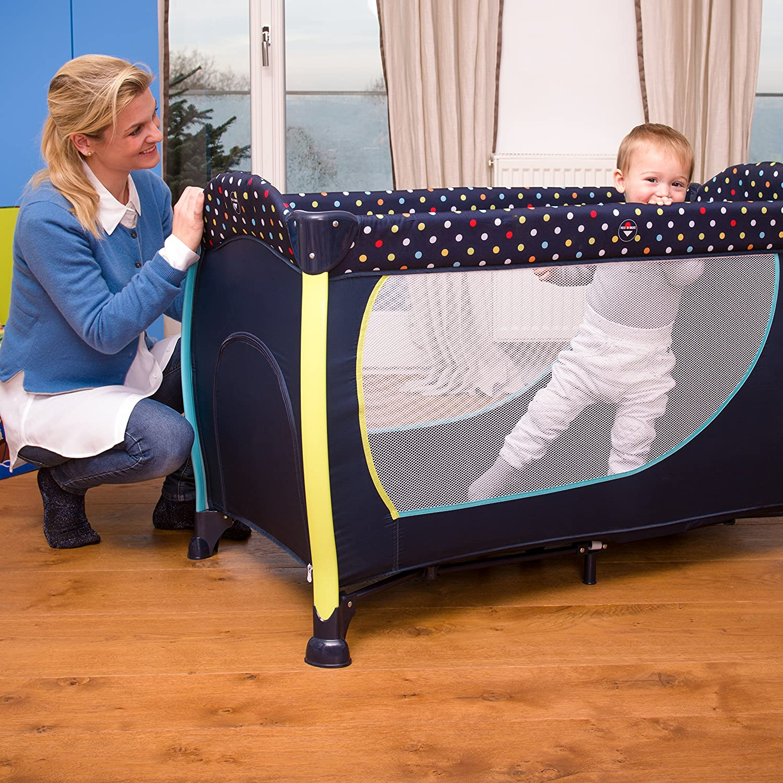 Hauck Hauck Hauck Sleep N Play Center II Reisebett, ab Geburt bis 15 kg, inkl. Neugeborenen-Einhang, Schlupf, Wickelauflage, Rollen, Matratze,Tragetasche, Spielzeugtasche, forest fun (grau) 4ae7b0