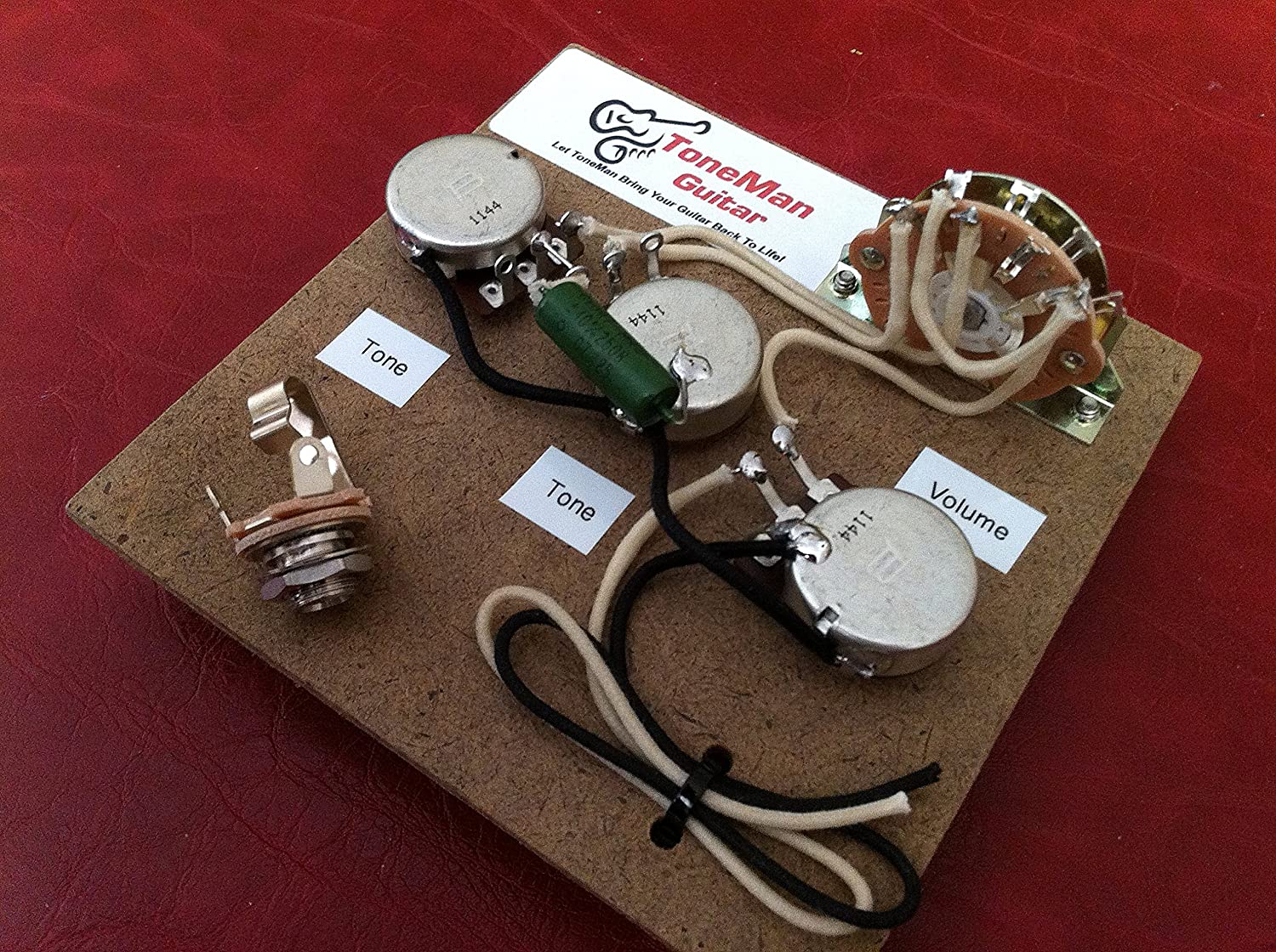 Amazon.com: Stratocaster Upgrade Wiring Harness 50's Vintage wiring  Paper-In-Oil .047 Tone cap Vintage Cloth Push Back Wiring Thru Out,:  Musical Instruments