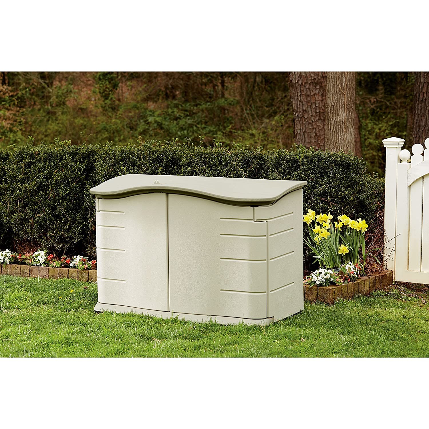 Merveilleux Amazon.com : Rubbermaid Horizontal Storage Shed, FG374801OLVSS : Garden U0026  Outdoor