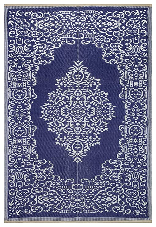 Lightweight Indoor Outdoor Reversible Plastic Area Rug   5.9 X 8.9 Feet   Medallion Oriental Design   Blue/White by Beverly Rug