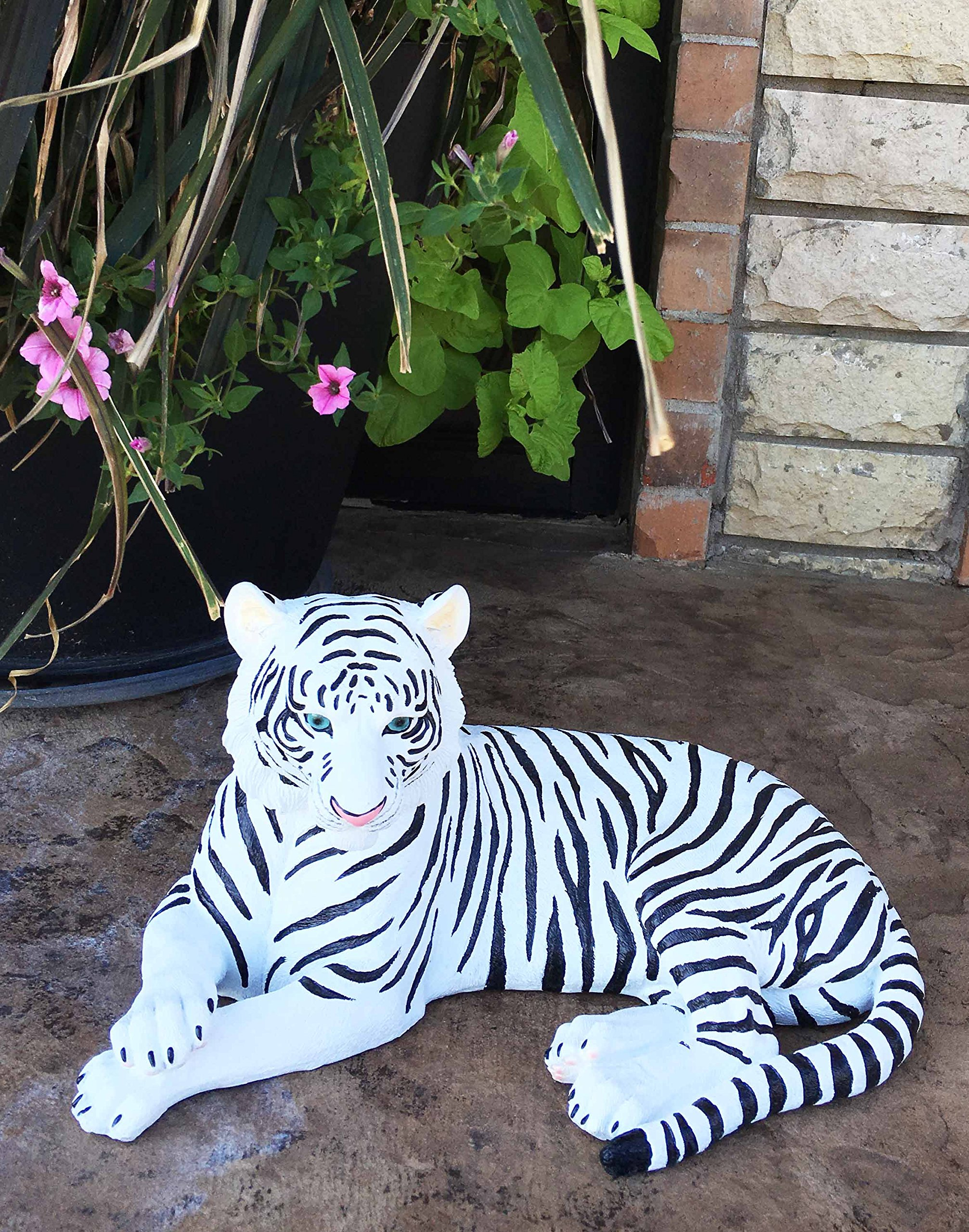 Large Exotic White Siberian Ghost Tiger At Rest 15.5'' Long Statue Jungle Apex Predator Home Garden Outdoor Patio Decor Figurine