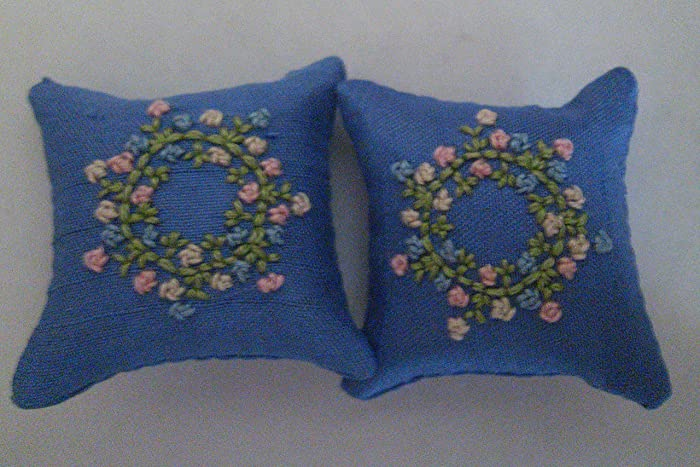 White Floral Pattern 1//12th Scale Dolls House Blue Cushions