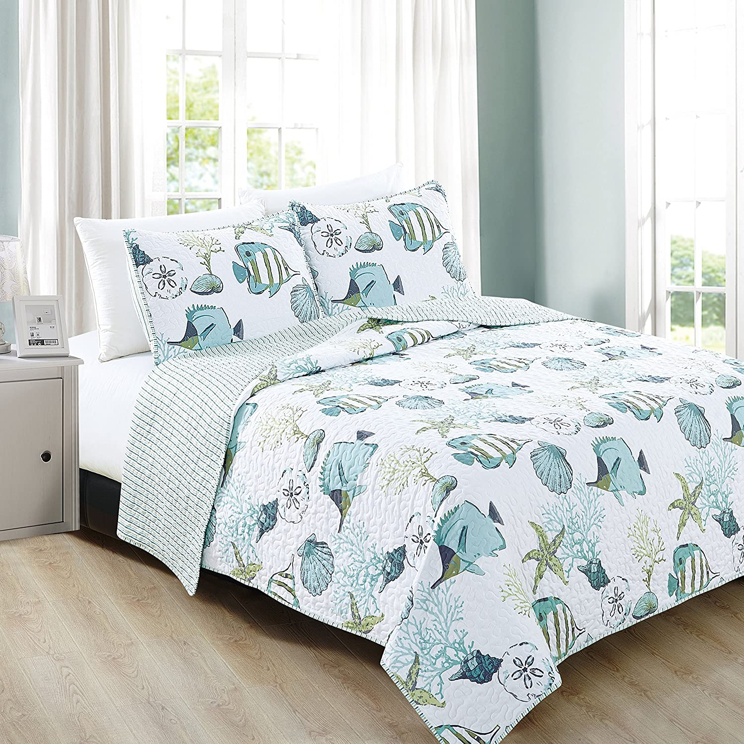 3-Piece Coastal Beach Theme Quilt Set with Shams. Soft All-Season Luxury Microfiber Reversible Bedspread and Coverlet. Seaside Collection by Home Fashion Designs Brand. (King, Multi)