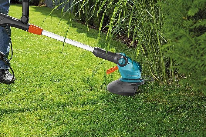 Desbrozadora EasyCut 400/25 de GARDENA: cortadora con 250 mm de diámetro de corte, para cortar césped y malas hierbas, con mango telescópico ajustable, cabezal de corte inclinable (9807-20): Amazon.es: Bricolaje y herramientas