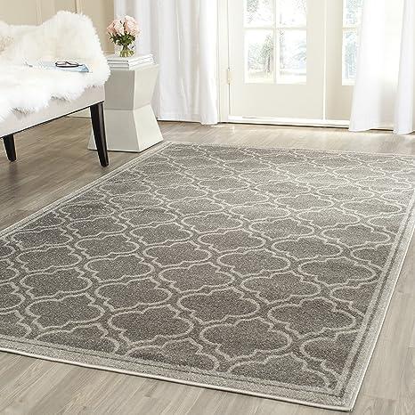 Amazon Com Safavieh Amherst Collection Amt412c Moroccan Geometric Area Rug 6 X 9 Grey Light Grey Furniture Decor