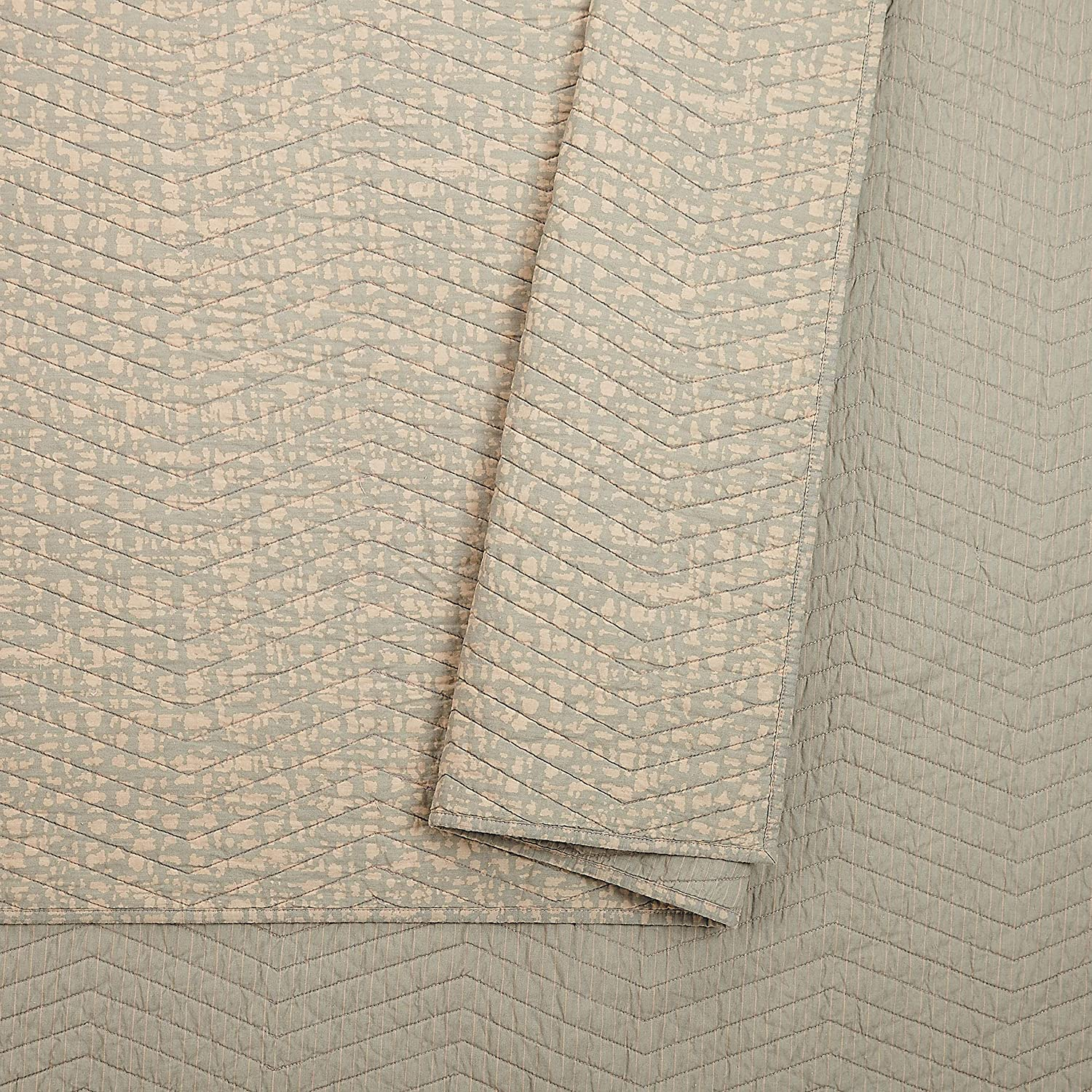 Ayesha Curry Abstract Texture Quilt Full Queen Taupe