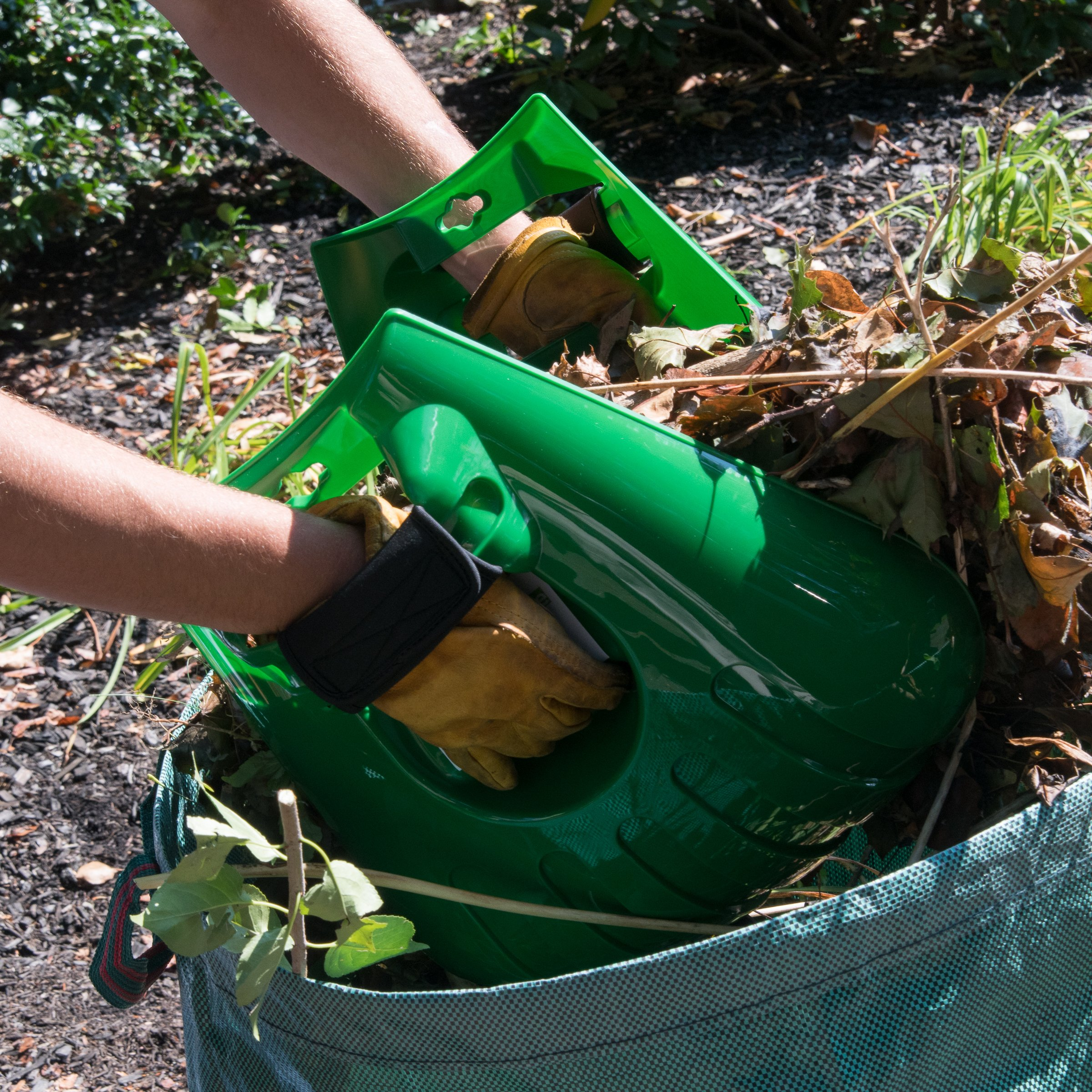 Mixitude Garden Hand Leaf Claw Scoops complete with Protective Wrist Pad and 72 Gallon Leaf Waste Bag by Mixtitude (Image #7)