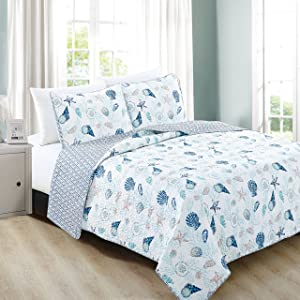 Great Bay Home 3-Piece Coastal Beach Theme Quilt Set with Shams. Soft All-Season Luxury Microfiber Reversible Bedspread and Coverlet. Bali Collection (Full / Queen, Coral)