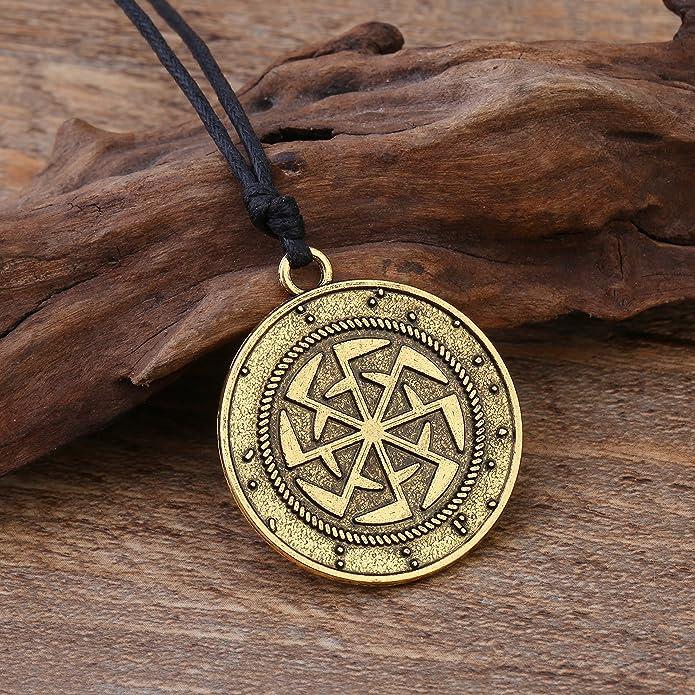 c8a23bfd0eb Collana con ciondolo rotondo rappresentante il simbolo slavo Kolovrat che  denota il movimento eterno del sole. Gioiello con amuleto