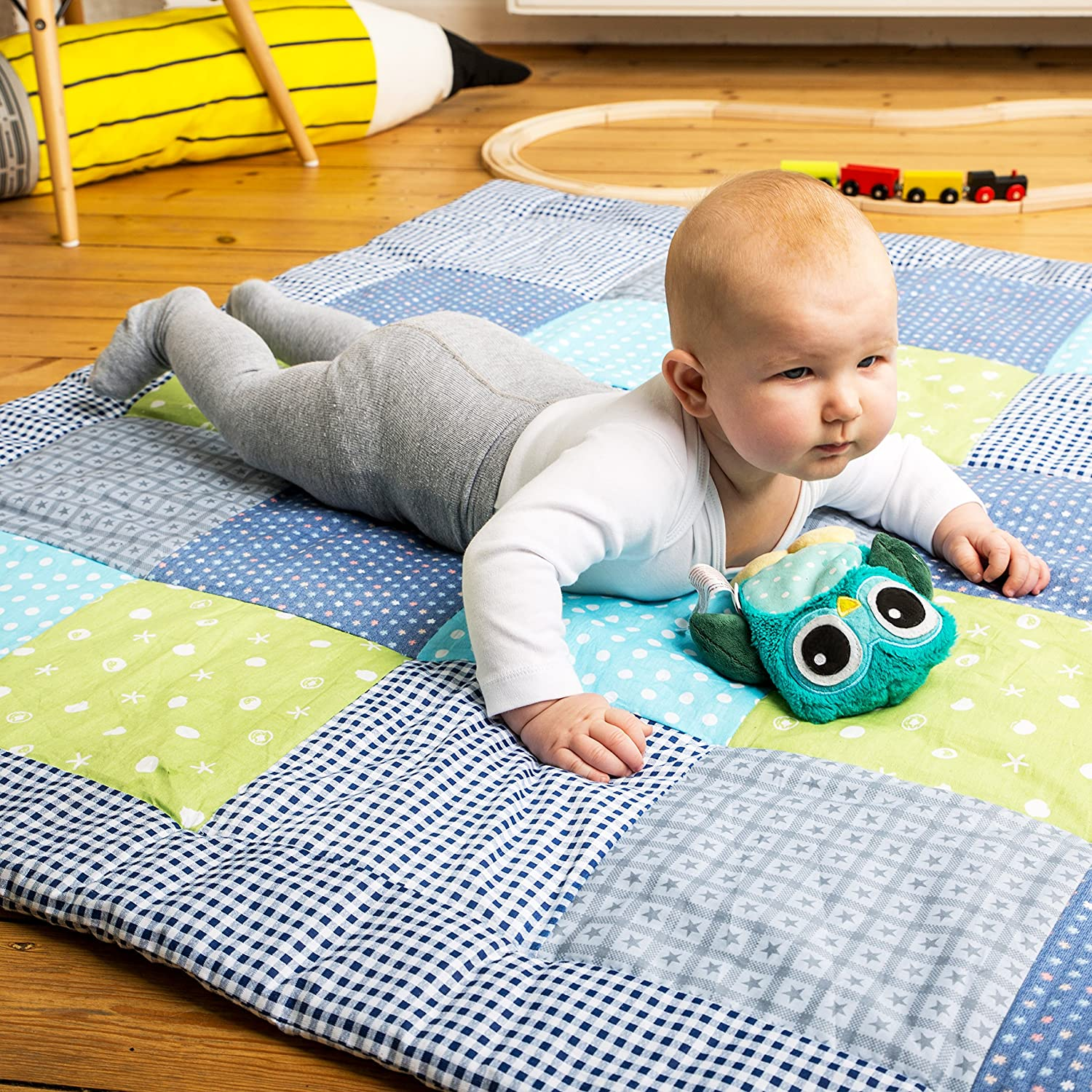 Emma & Noah Baby Play Mat warm and softly padded 120 x 120 cm