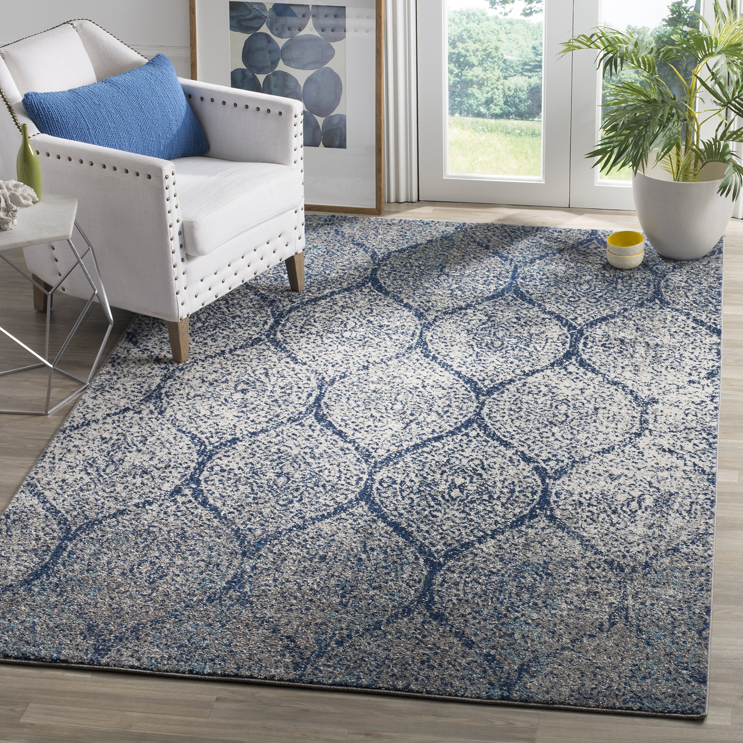 Safavieh Madison Collection MAD604G Navy and Silver Distressed Geometric Ogee Area Rug (10' x 14')