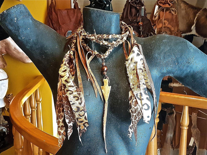 Collar de tela de leopardo, flecos de cuero, abalorios de madera y bambú. Lo puede usar como cinturón.
