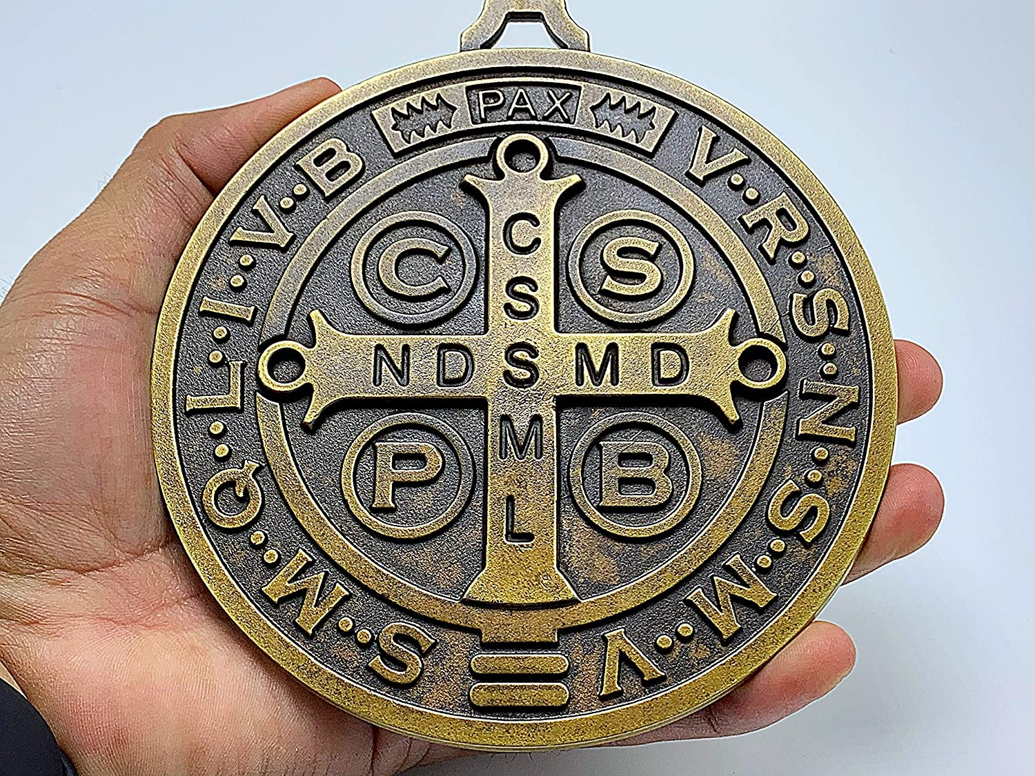 EXTRA LARGE 5 INCH ST BENEDICT CROSS MEDAL VINTAGE BRASS TONE FINISH FOR WALL OR DESK DISPLAY//MEDALLA DE SAN BENITO EXTRA GRANDE 5 PULGADAS//