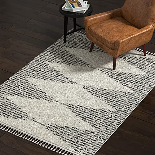 Rivet Contemporary Traditional Area Rug, 5 3 x 7 7 , Off White