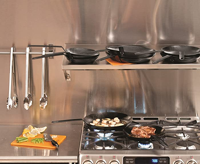 The-Difference-Between-Carbon-Steel-and-Cast-Iron-Pan
