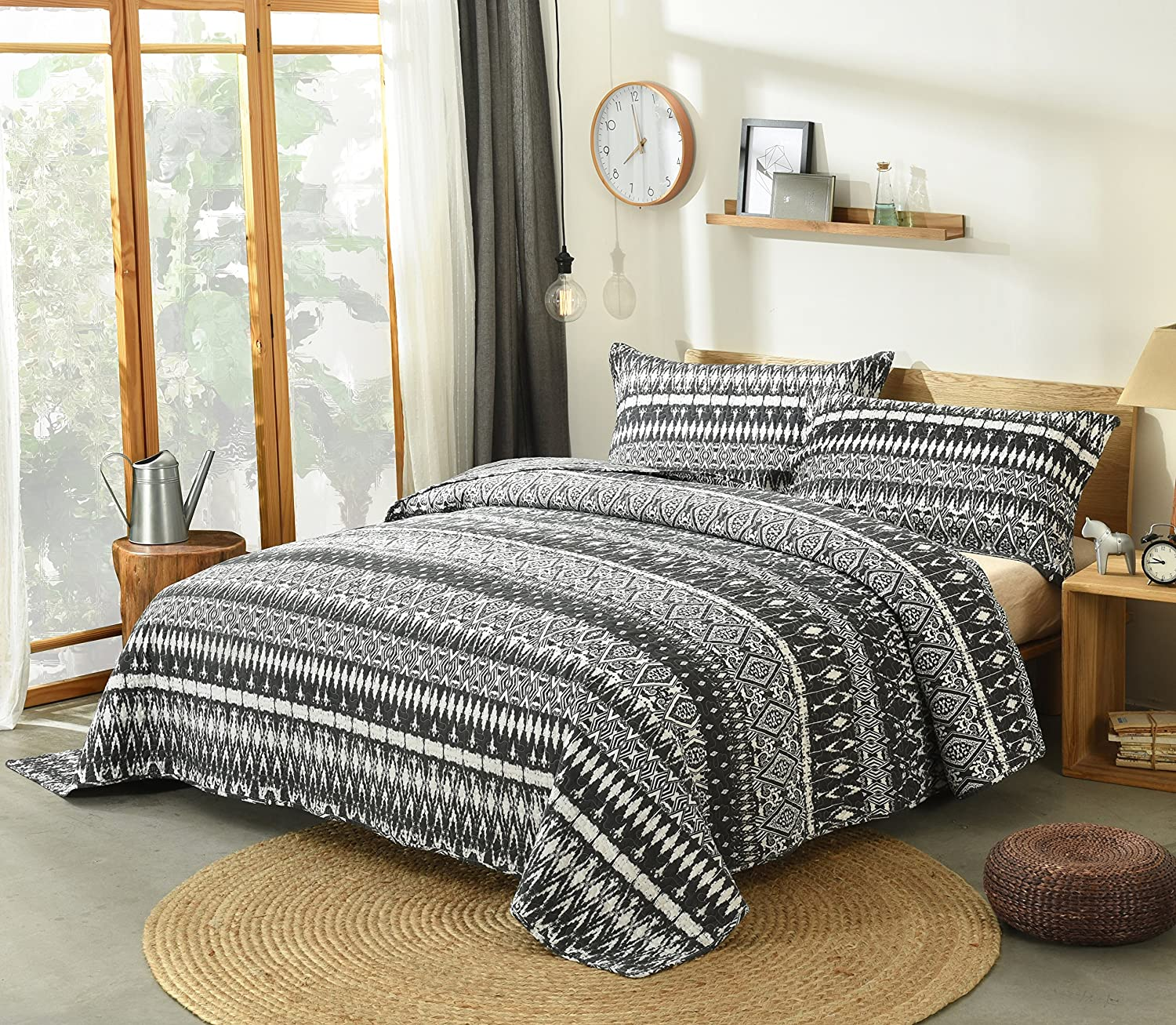 DaDa Bedding Aztec Bedspread Set - Geometric Diamond Stripes Quilted Coverlet - Reversible Black & White - King - 3-Pieces