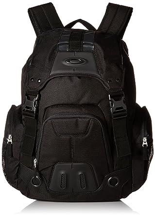 ce7658859de Amazon.com  Oakley Mens Gearbox LX Backpack One Size Jet Black  Clothing