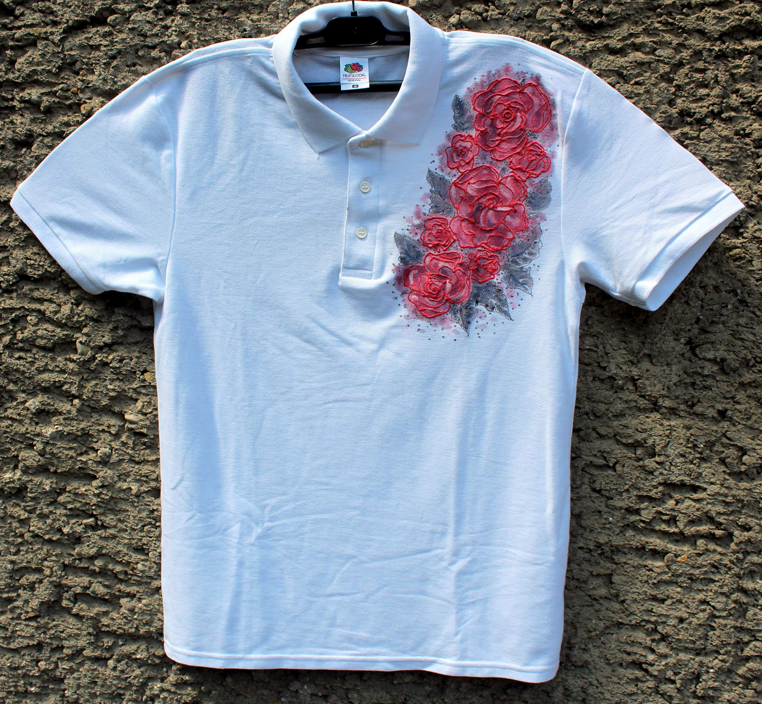 HOT SALE/White Polo T-shirt with Red Roses/Hand Painted Polo T-shirt/Painted Women's Polo/Roses Flower Polo T-shirt/Beach Shirt/Gift Idea/Shirt Polo''Fruit of the Loom''/size M 65/35.