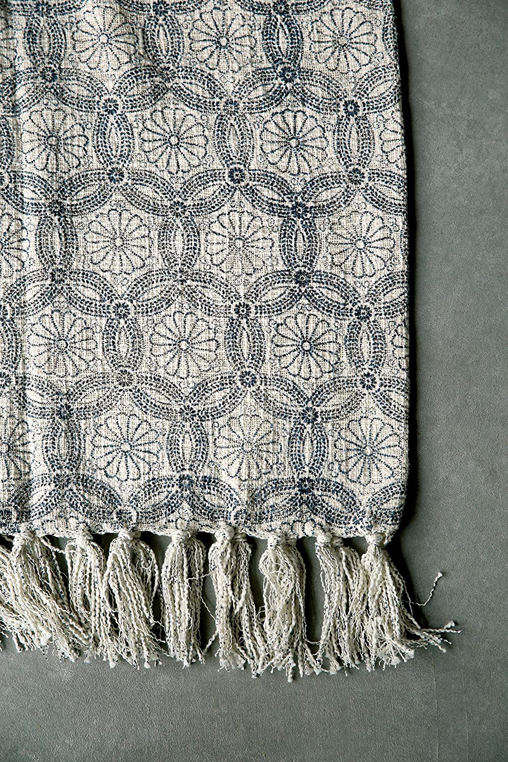 Creative Co-op Floral Blue /& Cream Cotton Print Throw with Fringe