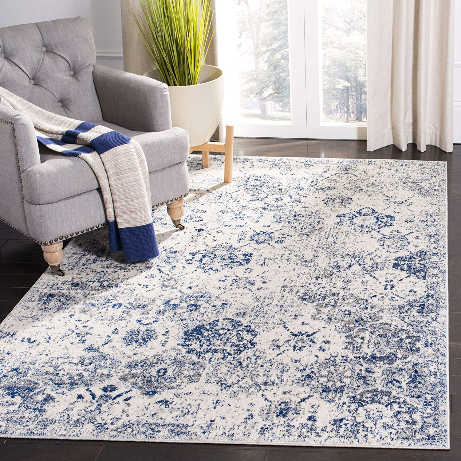 "Safavieh Madison Collection MAD611C Bohemian Chic Vintage Distressed Area Rug, 5' 1"" x 7' 6"", White/Royal Blue"