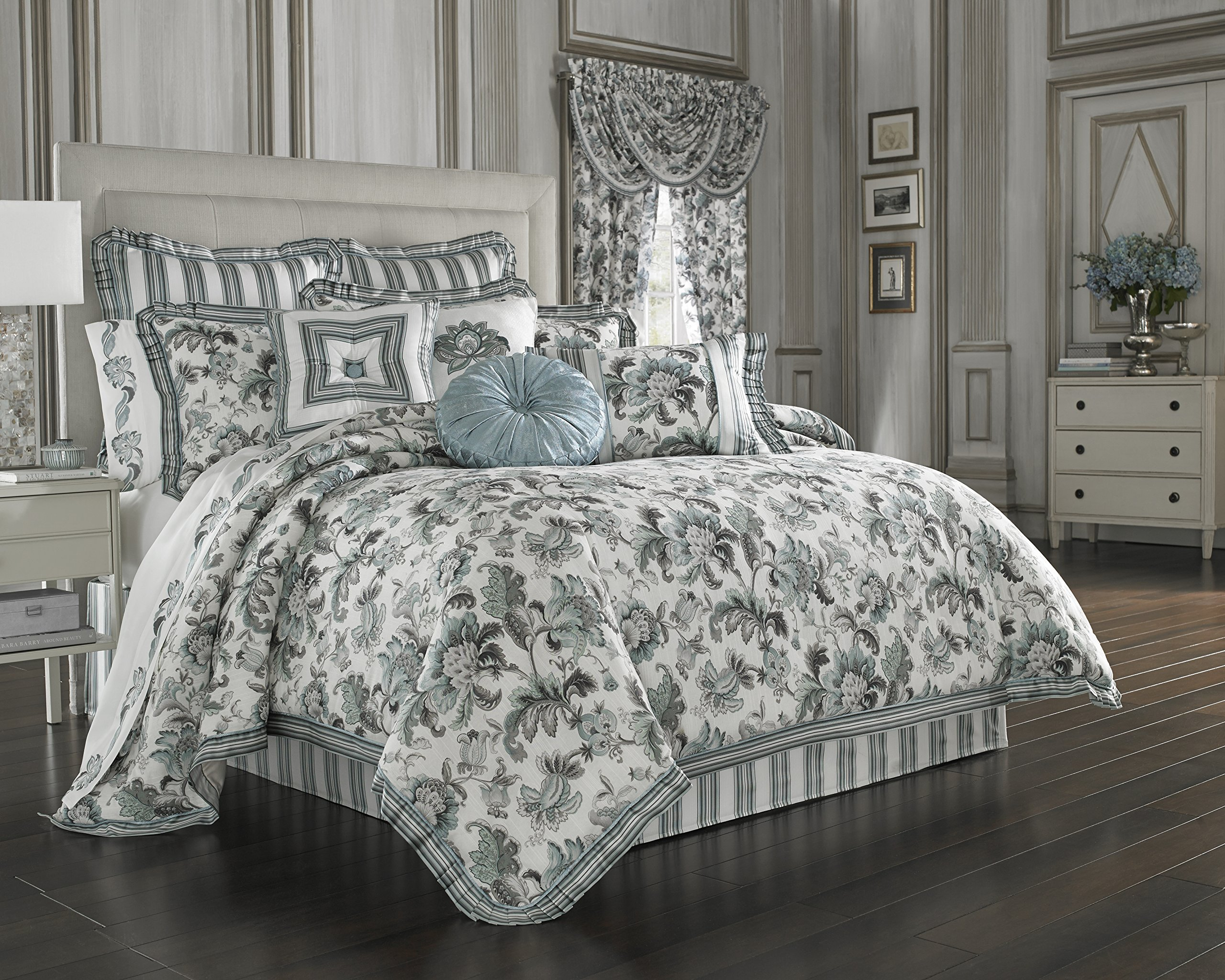 J. Queen New York ''Atrium'' Comforter Set in Spa, King