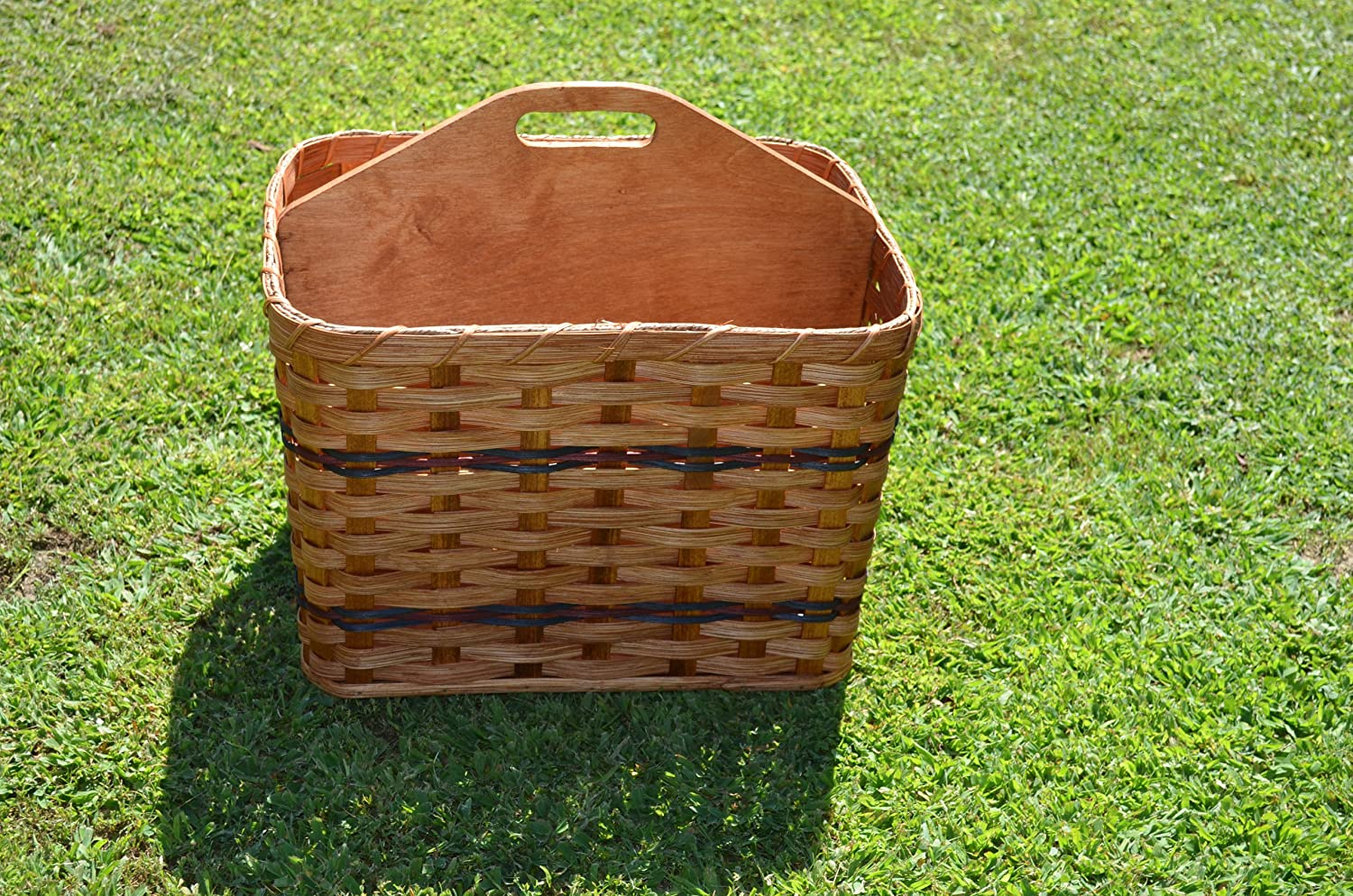 Amish Handmade Magazine Basket with Solid Wood Handled Divider, Will Look Great in Any Office Waiting Area A1Rv2ygPN2BL
