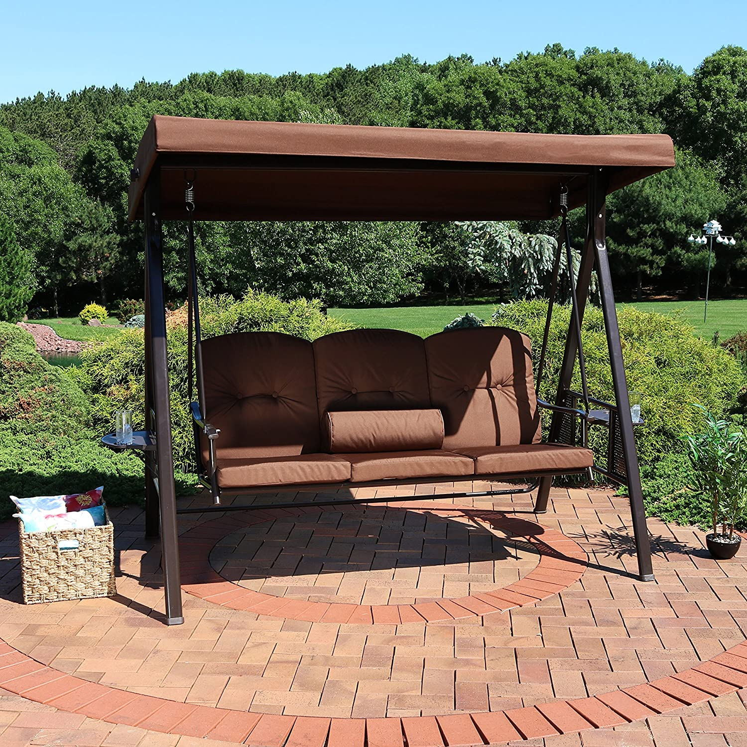 Sunnydaze - Toldo inclinable para 3 personas con estructura de acero, ajustable al aire libre, para patio, columpio con mesas laterales, cojines y almohadas, opciones de color disponibles: Amazon.es: Jardín