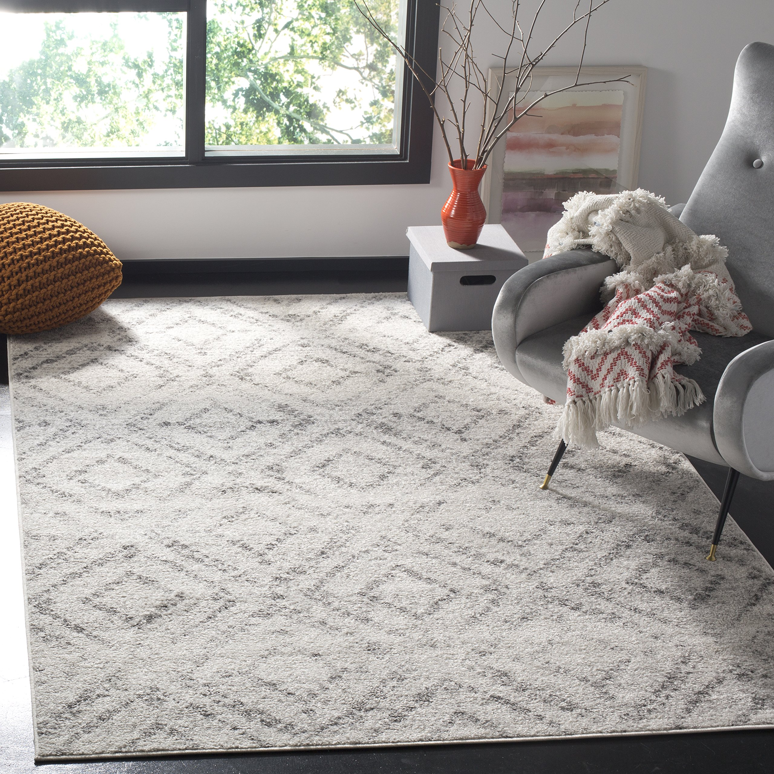 Safavieh Adirondack Collection ADR131C Light Grey Vintage Geometric Area Rug (6' x 9') by Safavieh